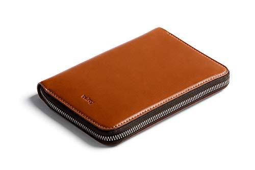 Bellroy Travel Folio, Premium Leder Reise Organizer, RFID-Schutz (für 2 Reisepässe, 4-8 Karten, Bordkarten, Bargeld und Stift) - Caramel