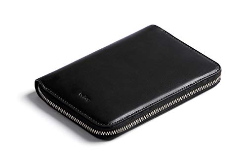 Bellroy Travel Folio, Premium Leder Reise Organizer, RFID-Schutz (für 2 Reisepässe, 4-8 Karten, Bordkarten, Bargeld und Stift) - Black