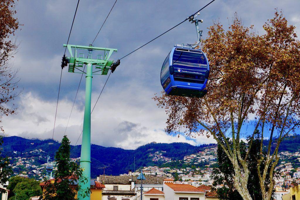 Mit der Seilbahn geht es von der Uferpromenade in Funchal hinauf zum Botanischen Garten. Foto: Sascha Tegtmeyer