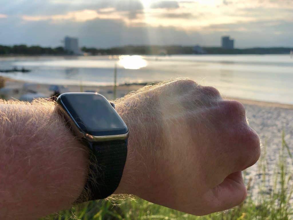 Die Apple Watch ist ein idealer Begleiter im Urlaub – wir haben sie ausgiebig getestet. Foto: Sascha Tegtmeyer