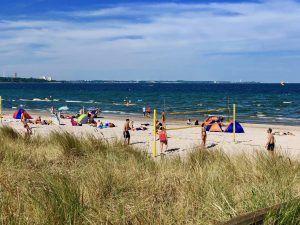 Entspanntes Strandleben: wir sind uns sicher, dass 99 Prozent der Urlaubsgäste wegen des Strands nach Scharbeutz kommen. Foto: Sascha Tegtmeyer