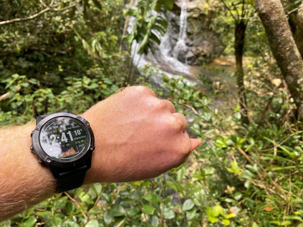 Garmin fenix 6 Pro im Test: Auf Abenteuer-Tour im Dschungel ist die Outdoor-Smartwatch ein nützlicher Begleiter. Foto: Sascha Tegtmeyer