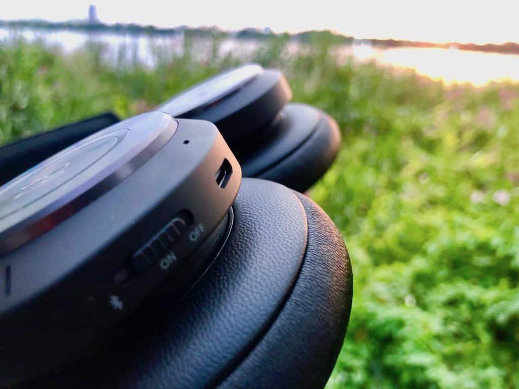 Über den USB-C-Anschluss lässt sich der Bang & Olufsen Beoplay H9 während des Hörens laden. Foto: Sascha Tegtmeyer