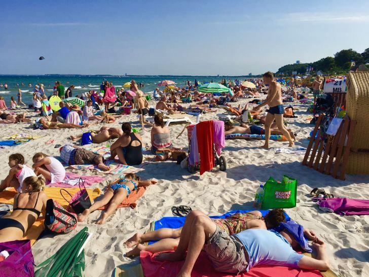 An manchen Sommertagen ist es in der Lübecker Bucht so voll, dass man kein Bein an den Boden bekommt. Foto: Sascha Tegtmeyer